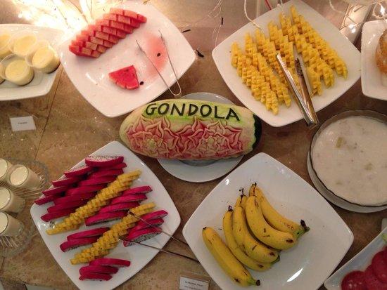 Gondola Hotel: Фрукты на завтраке - очень мило)