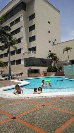 Puerta del sol hotel desde s 142 barranquilla colombia for Resort puertas del sol precios