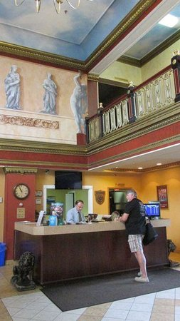 Prince Arthur Waterfront Hotel & Suites: Hotel reception area