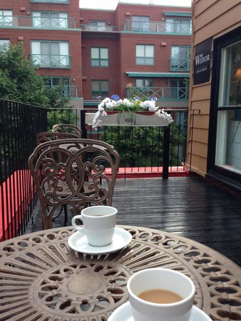 Le Widor Bed & Breakfast : Terrace for breakfast/coffee.