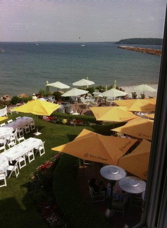 Hotel Iroquois : View of outside dining, all set up for the yachters party