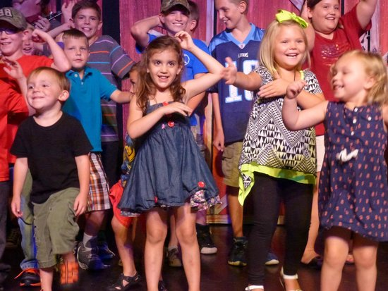 Hatfield & McCoy Dinner Show : Kids dancing on the stage