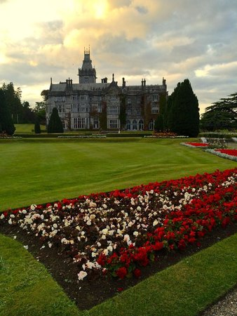 Adare Manor Hotel & Golf Resort: The first view of the castle