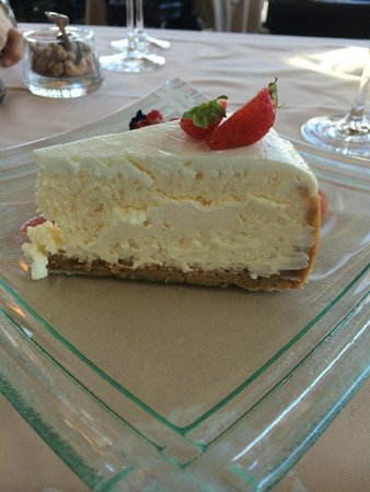 Hotel d'Angleterre: Cheesecake dessert at lunch - quite large!