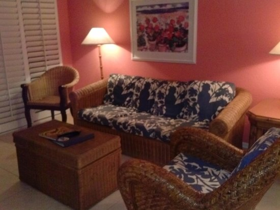 Olde Marco Island Inn and Suites: Living room