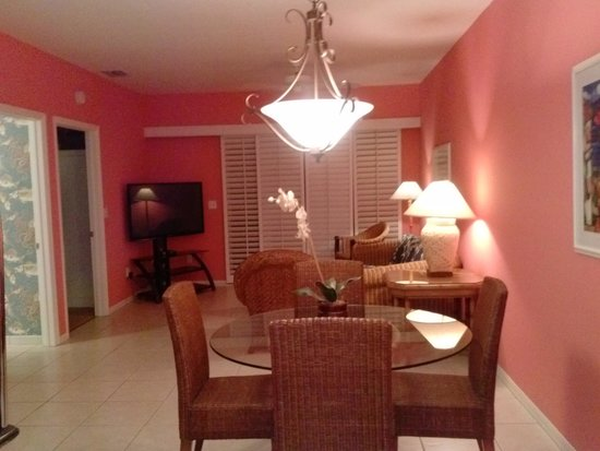 Olde Marco Island Inn and Suites: view from kitchen