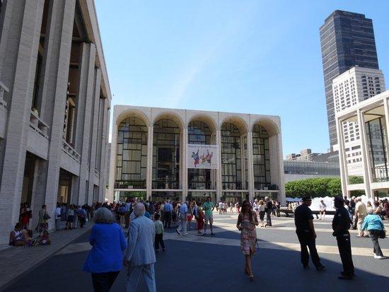 The Metropolitan Opera: Театр