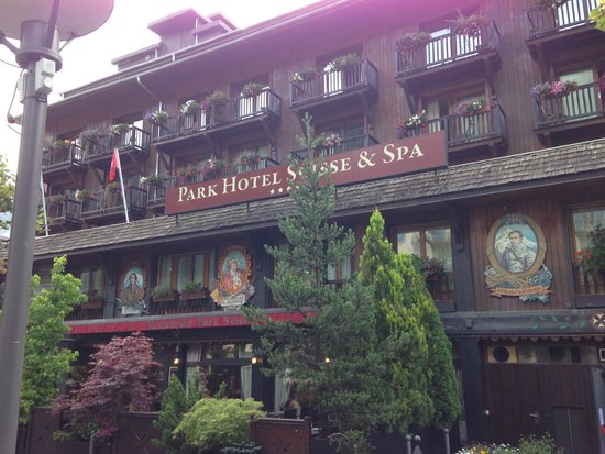 Park Hotel Suisse & Spa: Voorkant van het hotel