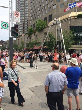 Place des Arts : Street performer
