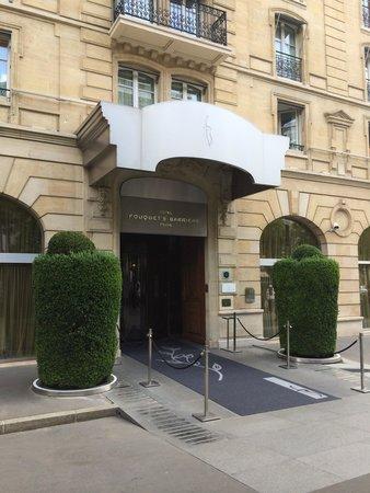 Hotel Barriere Le Fouquet's Paris: Enterance