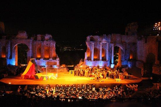 Ancient Theatre of Taormina : Spettacolo la sera