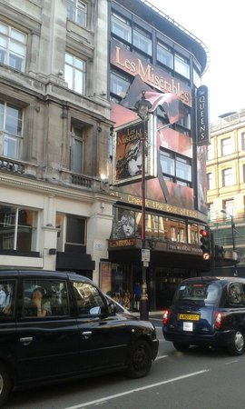 Les Miserables London : Queen's Theatre