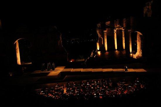 Ancient Theatre of Taormina : Il teatro di sera