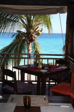 Constance Tsarabanjina: Vista dall'interno del ristorante