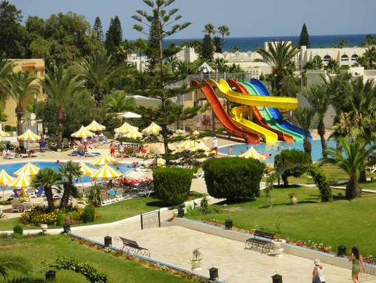 Hôtel Riviera Resort : pool & slide pool view from our room