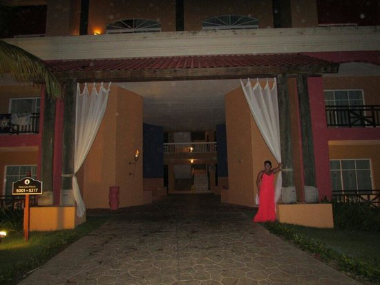 Punta Cana Princess All Suites Resort & Spa : Entrance to our room