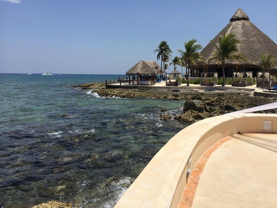 Dreams Puerto Aventuras Resort & Spa: View of the Bar and el Patio reastaurant