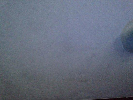 Pousada Lestada : Umidade e mofo teto do quarto 25