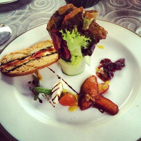 Dreams Puerto Aventuras Resort & Spa: Peach & Goatcheese Salad (Portofino)