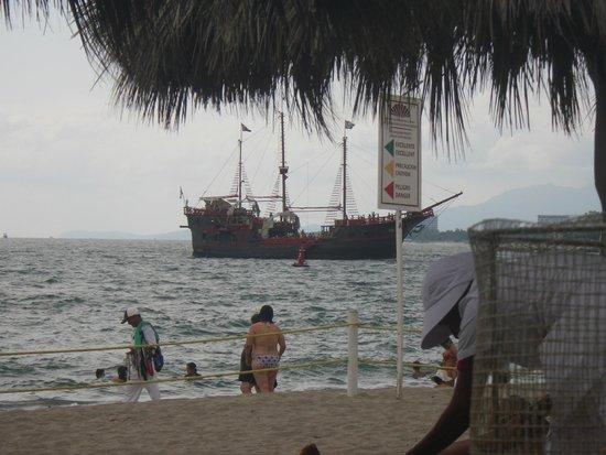 Crown Paradise Club Puerto Vallarta: pirate ship