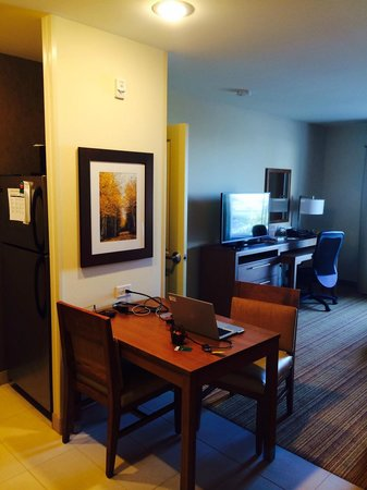 Homewood Suites by Hilton Winnipeg Airport-Polo Park, MB: Main Room Looking From Door To Living Room