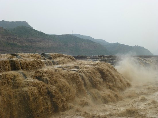 Hukou Waterfall: A scene of the falls