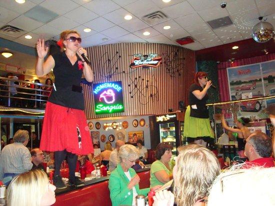 Ellen's Stardust Diner : Garçonete cantora