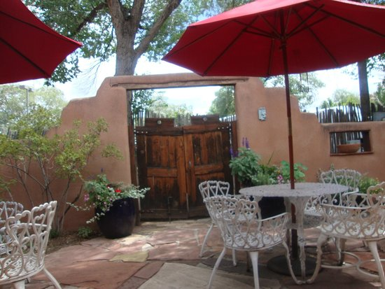 El Paradero Bed and Breakfast Inn: Patio