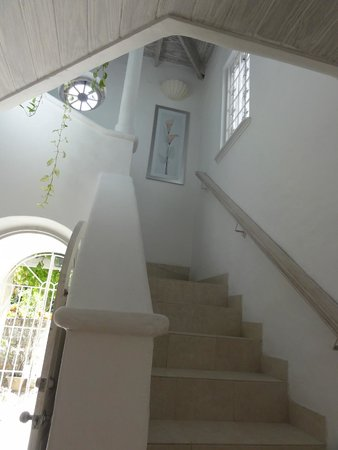 Emerald Beach: stair case.. white washed walls and beautifully decorated villa.