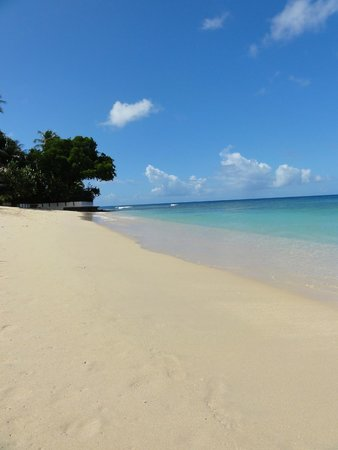 Emerald Beach: This beach is less than a 30 second walk from Villa 1... amazing!