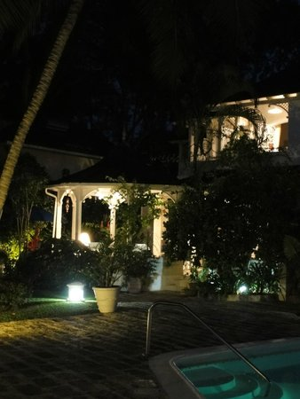 Emerald Beach: villa 1 at night time