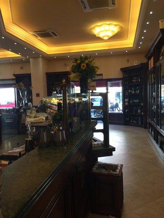Caffe' Ginori : Interno caffetteria e pasticceria