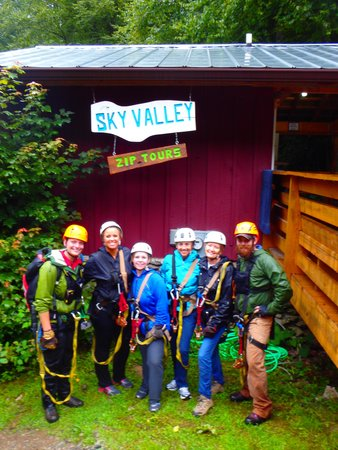 Sky Valley Zip Tours: Our group with our 2 guides on both ends