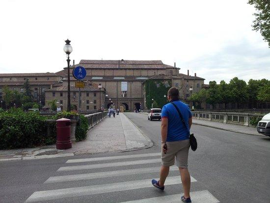 Parco Ducale: Basta attraversare il ponte