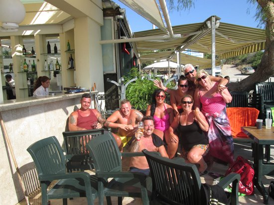 Tuntas Beach Hotel Altinkum: more grat people