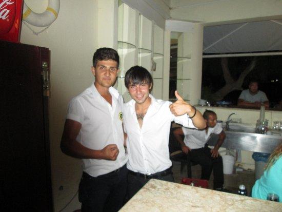 Tuntas Beach Hotel Altinkum: lovely bar staff