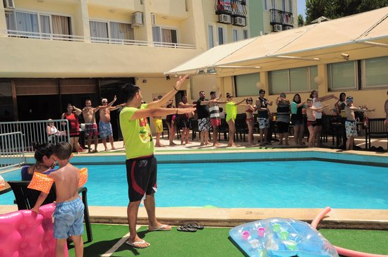Tuntas Beach Hotel Altinkum: oscar doing his entertainment