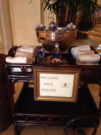 The Ritz-Carlton, New Orleans: Early morning cart of cold water bottles and towels for morning joggers at front entrance