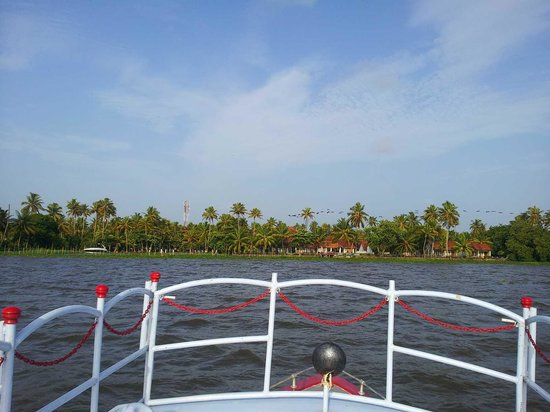 Abad Whispering Palms Lake Resort: Ride in jetty