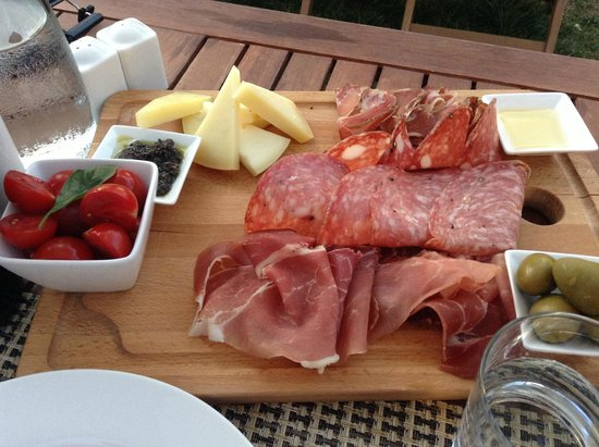 Vivace: great appetizer of local meats and cheeses