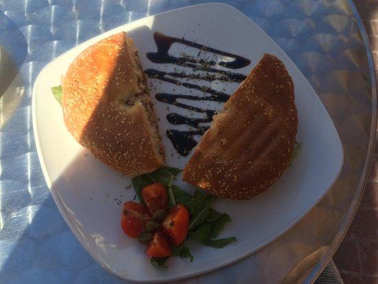 CapuVino: La ftira,un semplice panino con tonno e capperi