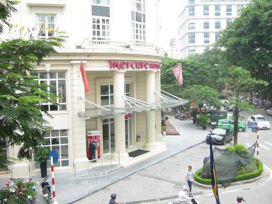 Mercure Hanoi La Gare Hotel : Photo from the delightful Temple across the road