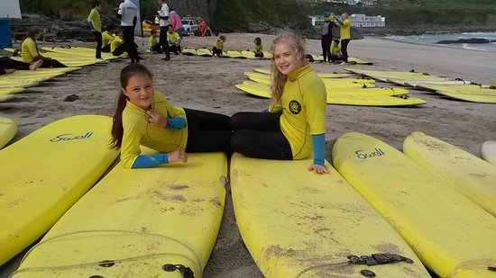 LordRyans: my girls at St Ives Surf school :-D