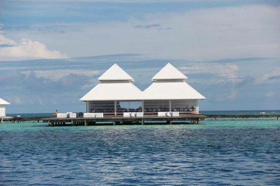 Diamonds Athuruga : Il ristorante delle Water Villas