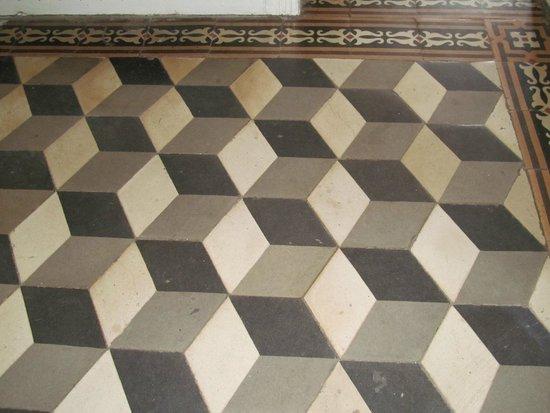 Chateau de Beaulieu : Hall way floor - very Escher
