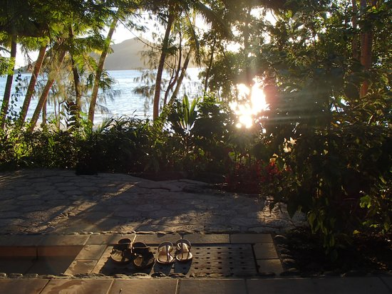 Turtle Island Resort: Mid-day sun from Bure 9