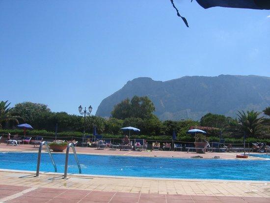 Florio Park Hotel : vue de la piscine