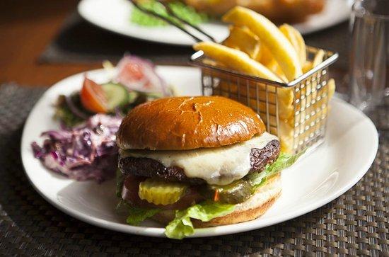 Molly's Bar: Molly's 6oz Beef Burger