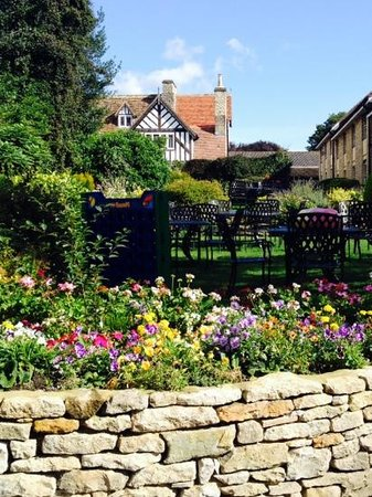 The Black Swan Hotel: Beautiful gardens