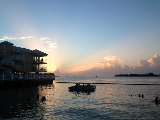 Pier House Resort & Spa: Sunset at the Hotel